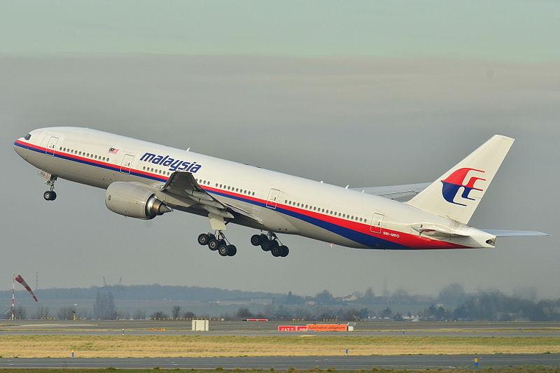 Boeing_777200er_malaysia_al_mas_9mm